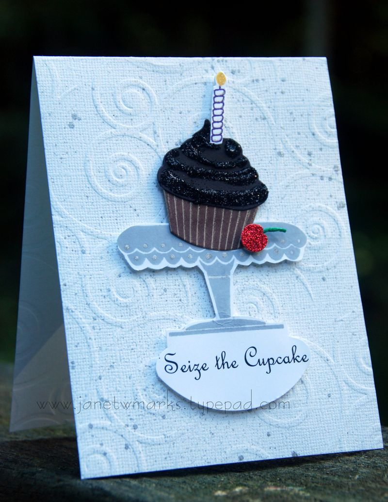 Seize the cupcake. quick